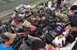 VIDEO Crash Karting: pile-up in the exit of the pitlane! The karts stack on top of each other!
